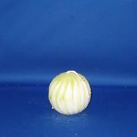Golvende bolkaars Ø70mm witte paraffine met groene marmerwas