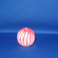 Golvende bolkaars Ø70mm witte paraffine met rode marmerwas